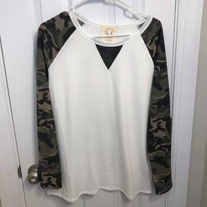 Tops - Long sleeve camo top